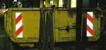 Container Warnmarkierung nach DIN 67520-2, DIN 6171-1 &sect; 32 StVO, 3M-Qualit&auml;t (Modell: Nachr&uuml;st-Set, 2 St&uuml;ck<br>(je 1 x rechtsweisend und<br>1 x linksweisend) (Art.Nr.: 33.2391))