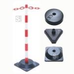 Kettenpfosten -Guarda- aus Kunststoff, H&ouml;he 870 mm, &Oslash; 40 mm, ca. 3 kg (Fu&szlig;/Fu&szlig;form (Seitenl&auml;nge)/Form/Pfostenfarbe: Kunststoff-Fu&szlig;/betongef&uuml;llt<br>300mm/dreieckig/ <b>rot-wei&szlig;</b> (Art.Nr.: 11649))