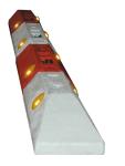 Leitborde / Schwalbenschwanz -Town- aus Recyclingmaterial, L&auml;nge 750 mm, H&ouml;he 200 mm, BASt-gepr&uuml;ft (Farbe/Bakenaufnahme:  <b>Mittelst&uuml;ck rot</b><br>mit Bakenaufnahme<br>40x40mm und 60x60mm (Art.Nr.: 18552))