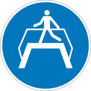 Gebotsschild, Übergang benutzen (Ausführung: Gebotsschild, Übergang benutzen (Art.Nr.: 21.a7450))