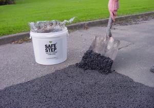 Kaltasphalt Reparatur -SAFE STEP-, 25 Liter, sofortige Aushärtung, für Innen- und Außenbereich (Ausführung: Kaltasphalt Reparatur -SAFE STEP-, 25 Liter, sofortige Aushärtung, für Innen- und Außenbereich (Art.Nr.: 15200