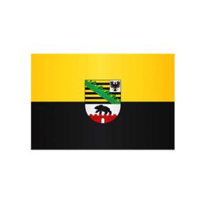 Landesflagge Sachsen-Anhalt, Stoffqualität FlagTop 110 g / m² oder 160 g / m² (Maße (LxB)/Format/Konfektionierung/Stoffqualität:  <b>60 x 90 cm</b> (Querformat)<br>mit Seil und Schlaufe<br>FlagTop  <b>110 g/m²</b><br>für
