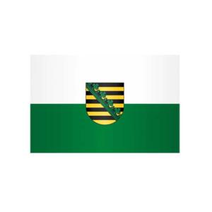 Landesflagge Sachsen, Stoffqualität FlagTop 110 g / m² oder 160 g / m² (Maße (LxB)/Format/Konfektionierung/Stoffqualität:  <b>60 x 90 cm</b> (Querformat)<br>mit Seil und Schlaufe<br>FlagTop  <b>110 g/m²</b><br>für Fahnenm