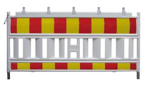 Schrankenzaun -Euro Basic-, L&auml;nge 2150 mm, gem&auml;&szlig; TL, wei&szlig; / rot / gelb, wahlweise mit Folie RA1, RA2 oder RA3 (Folie/Modell: Folie Typ 3 (RA3)<br>mit Lampenadaptern (Art.Nr.: 33420ka3sk))