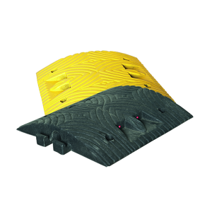 Temposchwelle <,10 km / h aus Recyclingmaterial mit Reflektoren, Überfahrlänge 500 mm, Höhe 70 mm (Modell/Farbe/Breite: Endstück mit Zapfen / gelb / 250 mm (Art.Nr.: 36707))