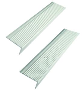 Treppenkantenprofil aus Aluminium, geriffelt, Winkelmaß 40 x 20 mm, Länge 1000 oder 2700 mm (Länge: 1000 mm / zum Aufschrauben (gebohrt) (Art.Nr.: 36028-01))