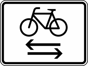 Verkehrszeichen 1000-32 StVO, Kreuzender Radfahrerverkehr von links und rechts (Maße/Folie/Form:  <b>315x420mm</b>/RA1/Flachform 2mm (Art.Nr.: 1000-32-111))