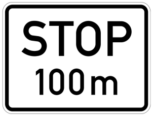 Verkehrszeichen 1004-32 StVO, Stop in ... m (Maße/Folie/Form:  <b>315x420mm</b>/RA1/Flachform 2mm (Art.Nr.: 1004-32-111))