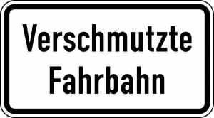 Verkehrszeichen 1007-35 StVO, Verschmutze Fahrbahn (Maße/Folie/Form:  <b>231x420mm</b>/RA1/Flachform 2mm (Art.Nr.: 1007-35-111))