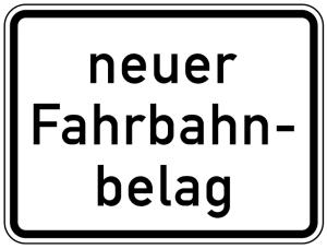 Verkehrszeichen 1007-52 StVO, neuer Fahrbahnbelag (Maße/Folie/Form:  <b>315x420mm</b>/RA1/Flachform 2mm (Art.Nr.: 1007-52-111))