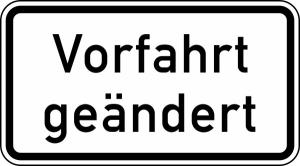 Verkehrszeichen 1008-30 StVO, Vorfahrt geändert (Maße/Folie/Form:  <b>231x420mm</b>/RA1/Flachform 2mm (Art.Nr.: 1008-30-111))