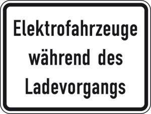 Verkehrszeichen 1050-32 StVO, Elektrofahrzeuge während des Ladevorgangs (Maße/Folie/Form:  <b>315x420mm</b>/RA1/Flachform 2mm (Art.Nr.: 1050-32-111))