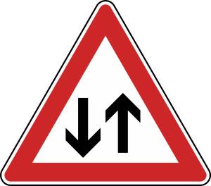 Verkehrszeichen 125 StVO, Gegenverkehr (Seitenlänge/Folie/Form:  <b>630mm</b>/RA1/Flachform 2mm (Art.Nr.: 125-111))