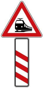 Verkehrszeichen 156-20 StVO, Bahnübergang mit dreistreifiger Bake (Aufstellung links) (Seitenlänge Gefahrenzeichen/Form/Folie:  <b>630 mm</b>/Flachform/2mm/RA1 (Art.Nr.: 156-20-111))