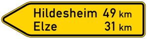 Verkehrszeichen 418-10 StVO, Pfeilwegweiser auf sonstigen Straßen, linksweisend, Höhe 450 mm, einseitig, Schrifthöhe 105 mm, zweizeilig (Länge/Folie/Form:  <b>1500mm</b>/RA1/Flachform 2mm (Art.Nr.: 418-10-4-311))