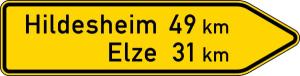 Verkehrszeichen 418-20 StVO, Pfeilwegweiser auf sonstigen Straßen, rechtsweisend, Höhe 600 mm, einseitig, Schrifthöhe 140 mm, zweizeilig (Länge/Folie/Form:  <b>2000mm</b>/RA1/Flachform 3mm (Art.Nr.: 418-20-7-513))