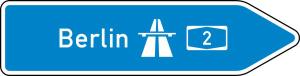 Verkehrszeichen 430-20 StVO, Pfeilwegweiser zur Autobahn, rechtsweisend, Höhe 550 mm, einseitig, Schrifthöhe 175 mm, einzeilig (Länge/Folie/Form:  <b>1750mm</b>/RA1/Flachform 3mm (Art.Nr.: 430-20-6-413))