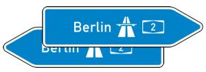 Verkehrszeichen 430-40 StVO, Pfeilwegweiser zur Autobahn, doppelseitig, Höhe 700 mm, Schrifthöhe 175 mm, zweizeilig (Länge/Folie:  <b>2250mm</b>/RA1 (Art.Nr.: 430-40-8-613))
