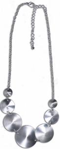 Halskette mit runden Metallteilen satiniert silber