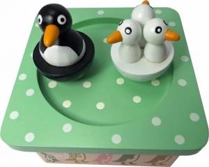 Pinguine auf Holz Spieldose
