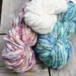 Knit Collage - Cast Away handgesponnenes ArtYarn (Farbe: Blackberry Sparkle)