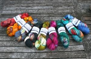 Drachenwolle Merino 260  handgefärbt (Farbe: Koralle gesprenkelt)