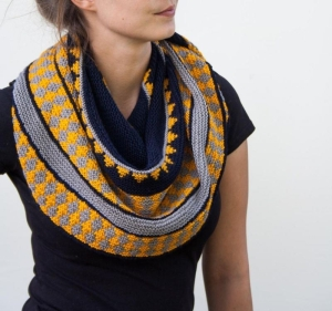 Rosy Green Wool Anleitung - Tuch Coya von Jana Huck