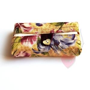 Tatüta Iris - handgenähte Taschentüchertasche mit Perlmuttknopf