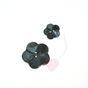 Perlmuttknopf - schwarze Blüte (Größe: 18mm)