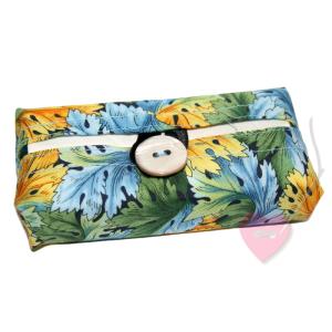 Florales Tatüta mit bunten Blättern - handgenähte Taschentüchertasche mit Perlmuttknopf