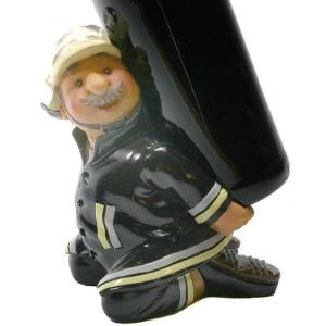 Feuerwehrmann als Flaschenhalter Feuerwehr