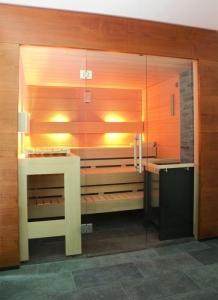 Elementsauna Excellent, Innenverkleidung Fichte, Tiefe 194 cm (Maßangaben in T  194 x B: 194 x 154 cm mit Safor 6 kW)