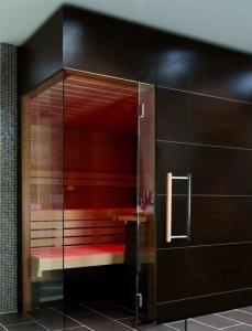 Elementsauna Excellent, Innenverkleidung Hemlock, Tiefe 234 cm (Maßangaben in T 234x B: 234 x 154 cm mit Safor 6 kW)