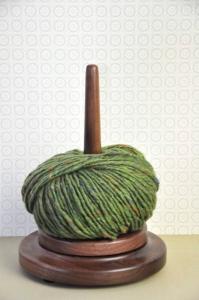 Wollabroller - Wollspule aus Nussbaum Holz