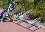 Fahrradst&auml;nder -Nil B&uuml;gelmix-, Reihenanlage - f&uuml;r normale und Mountainbike-R&auml;der, verschwei&szlig;t (Radst&auml;nde/Radeinstellung/L&auml;nge:  <b>3er</b>,einseitig/1050mm (Art.Nr.: 10754))