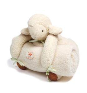 Schaf Hanni mit Kuscheldecke in wollweiß