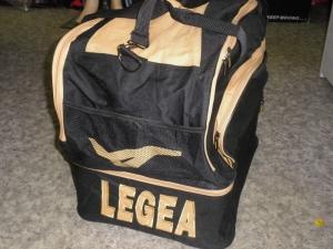 Sporttasche  Ciclone  schwarz/gold  von LEGEA (Farbe: schwarz/gold)