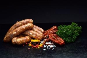 Curry-Tomaten Bratwurst - hausgemacht (Gewicht: 5 Curry-Tomaten Bratwürste ca.225g)