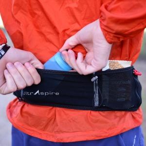 UltrAspire - Fitted Race Belt - leichter Stretch-Mesh-Laufgürtel (Größe: Laufgürtel  M = 79 cm - 84 cm)