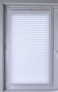 Plissee Brisa Lichtschutz ohne Bohren   weiss - Breite 50 - 110 cm (Breite des Raffrollos / Ösenrollos: 50 cm x 140 cm)